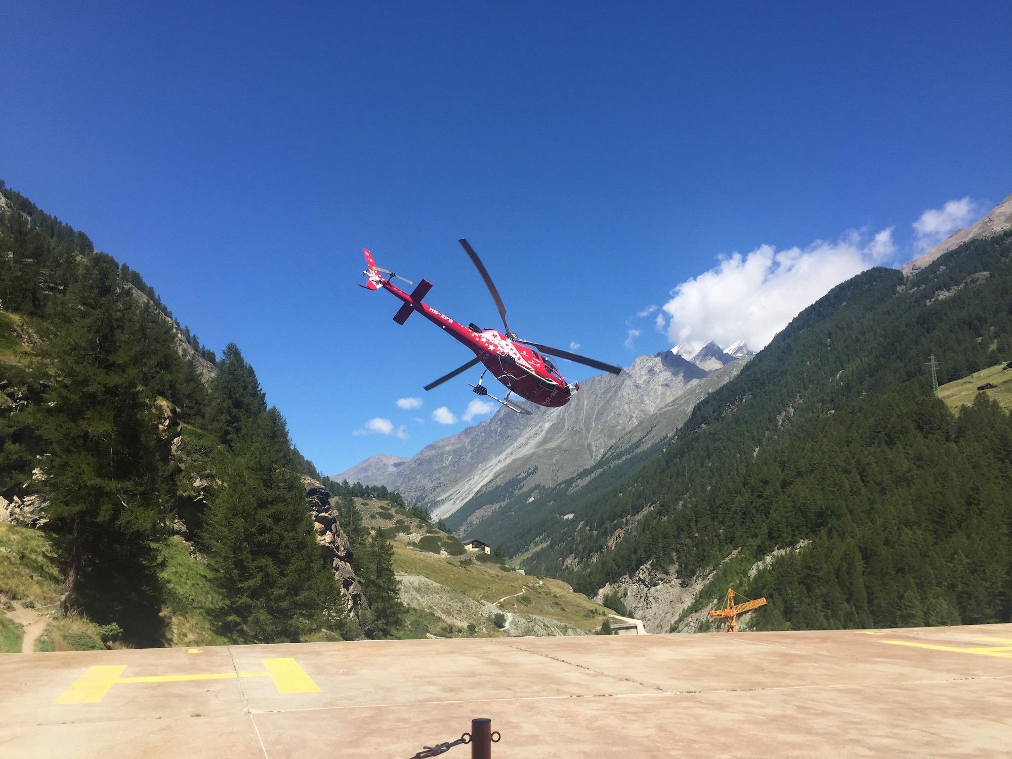 air-zermatt-helikopter-abflug